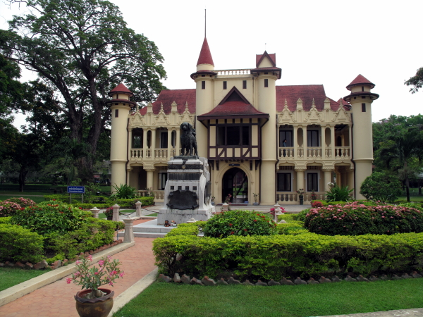 Sanam Chan Palace in Nakhon Pathom, a European palace in Thailand