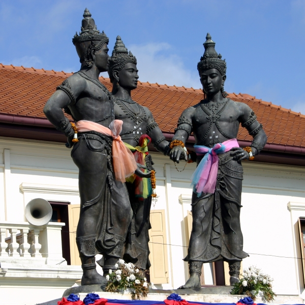 Three Kings Statue