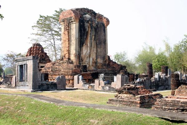 Wat Chetuphon - Sukhothai Historical Park - Northern ...